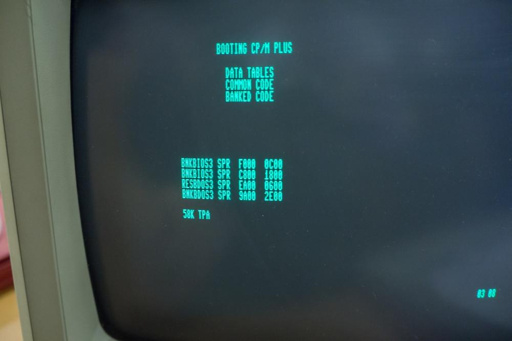 8bity-3-commodore-128-05